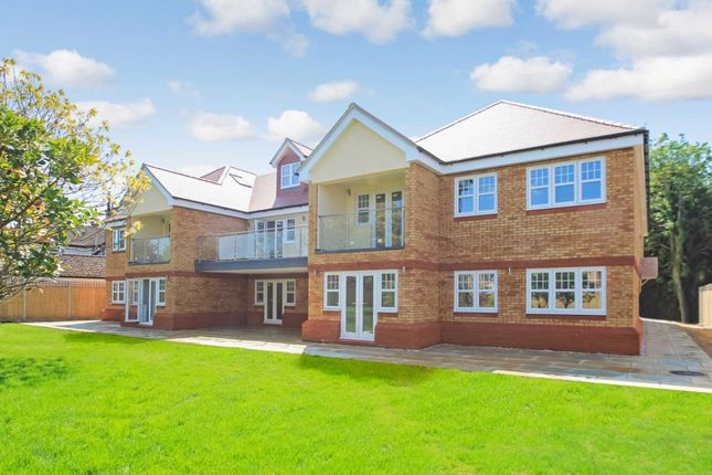 Thumbnail Flat for sale in Bridgeway Mansion, London Road, Aston Clinton
