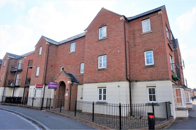 2 bed flat for sale in Cassini Drive, Swindon