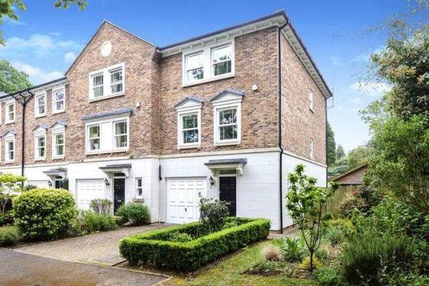 Thumbnail Town house to rent in High Beeches, Weybridge