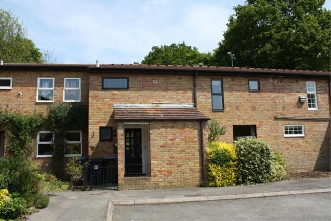 4 bed property to rent in Alma Close, Knaphill, Woking
