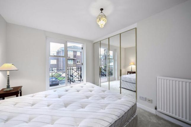 2 bed flat for sale in Brompton Park Crescent, London