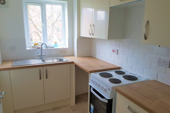 Thumbnail Flat to rent in Burket Close, Norwood Green, Southall