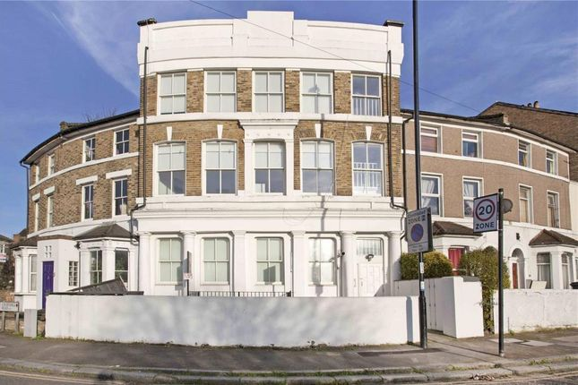 Thumbnail Flat to rent in Courthill Road, Lewisham