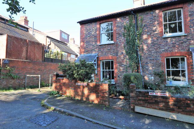 2 bed cottage to rent in Dene Street Gardens, Dorking RH4