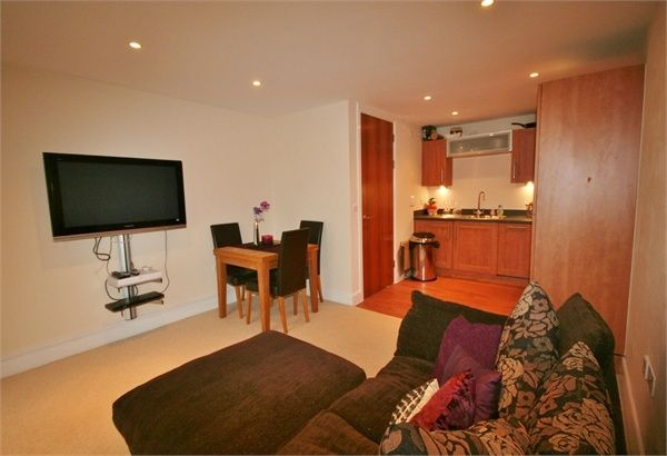 1 bed flat to rent in Meridian Bay, Maritime Quarter, Swansea, West Glamorgan SA1