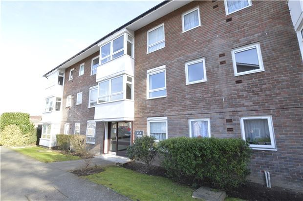 1 bed flat for sale in Carters Close, Worcester Park, Surrey