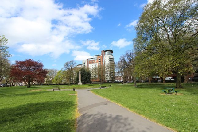 2 bed flat to rent in Orchard Place, Southampton