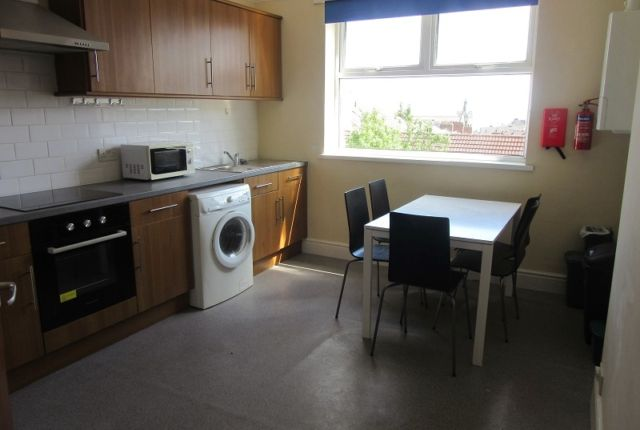 3 bed flat to rent in Top Floor Flat, Sketty Road, Uplands, Swansea. SA2