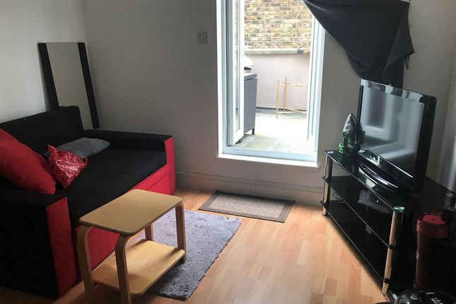 Thumbnail Studio to rent in Battersea Rise, Clapham Junction
