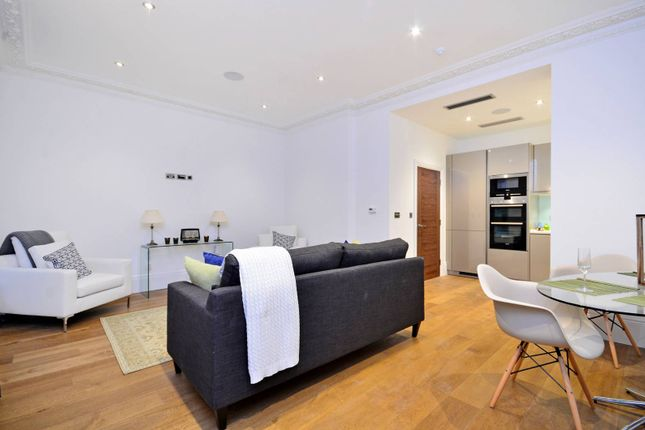 Thumbnail Flat to rent in Shaftesbury Avenue, Covent Garden