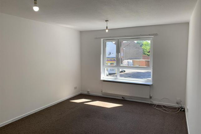 2 bed flat for sale in Byfield Road, St James, Northampton NN5