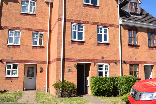 Thumbnail Town house to rent in Sunflower Drive, Nuneaton