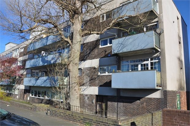 Thumbnail Flat to rent in Moorside Court, Fenham, Newcastle Upon Tyne.