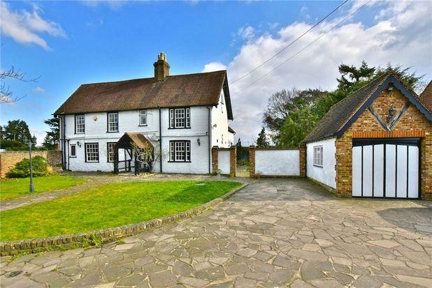 Thumbnail Cottage for sale in Little Sutton Lane, Iver/Langley Borders, Buckinghamshire