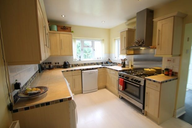 Thumbnail Detached house to rent in Oakley Road, Bromley