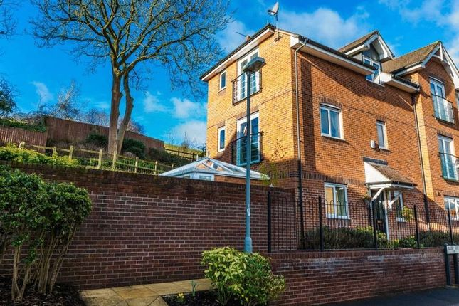 Thumbnail Town house for sale in Rugby Rise, High Wycombe
