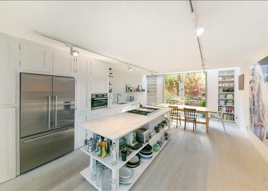 Thumbnail Terraced house for sale in Britton Street, City, London