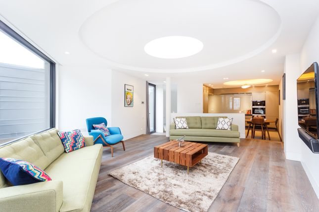 Thumbnail Mews house to rent in Rostrevor Mews, Fulham