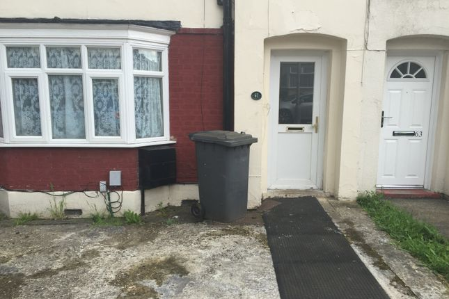 3 bed terraced house to rent in Kent Road, Luton