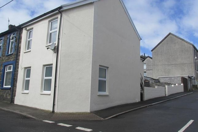 Thumbnail Flat to rent in New Street, Godreaman, Aberdare