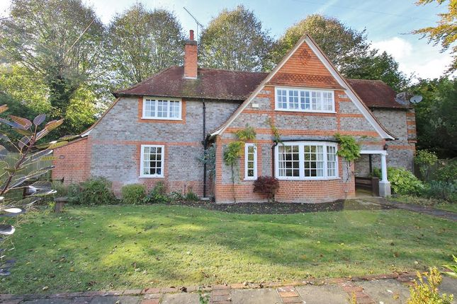 Thumbnail Detached house for sale in Stokes View, Pangbourne, Reading