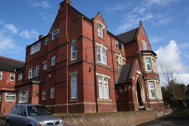 Thumbnail Flat to rent in Oakley House, East Road, Bromsgrove, Birmingham