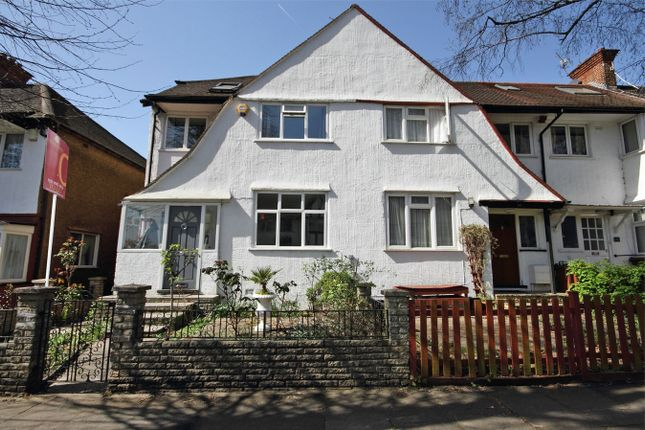 4 bed semi-detached house to rent in Park Drive, London