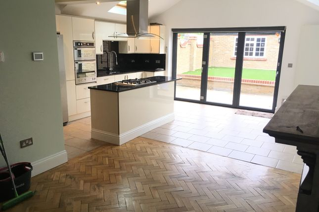 Thumbnail Semi-detached house to rent in Very Near Riverside Walk Area, Isleworth