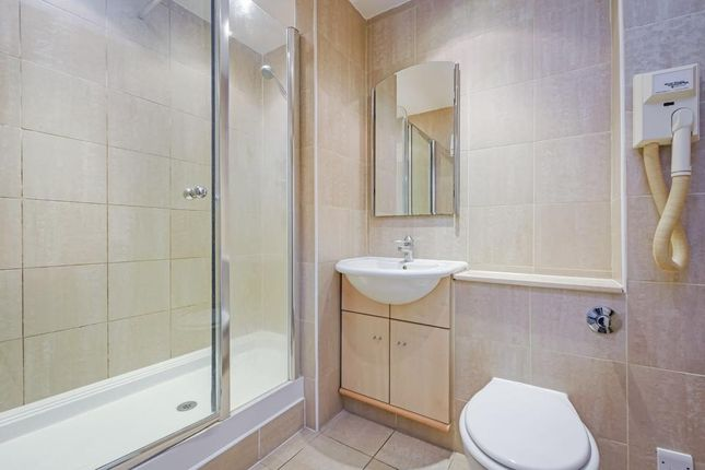 Ensuite of Aland Court, Finland Street, London SE16