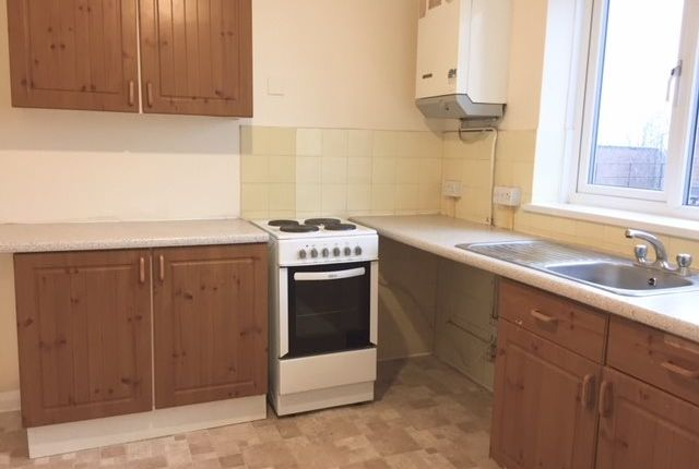 Thumbnail Flat to rent in Central Parade, New Addington, Croydon