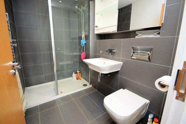En-Suite of Greenwich Drive, High Wycombe, Buckinghamshire HP11