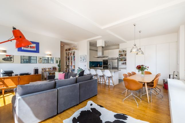 Thumbnail Flat to rent in Bowling Green Lane, London