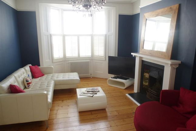 Thumbnail Flat to rent in Clifton Street, Brighton