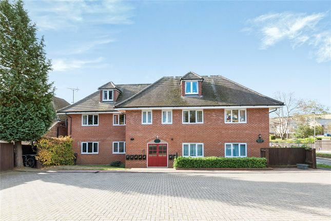 Thumbnail Flat to rent in Greenfields Avenue, Alton, Hampshire