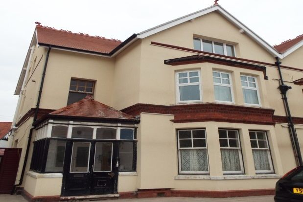Thumbnail Maisonette to rent in Caroline Road, Llandudno
