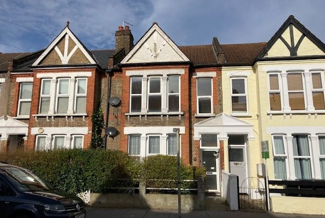 Thumbnail Flat to rent in Sangley Road, South Norwood