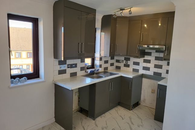 2 bed flat for sale in Drake Crescent, Thamesmead SE28