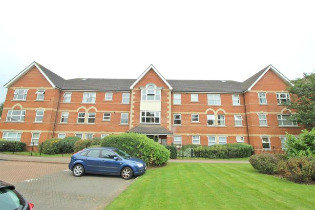Thumbnail Flat for sale in Cobham Close, Enfield
