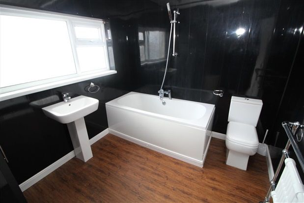 Bathroom of Freemantle Avenue, Blackpool FY4