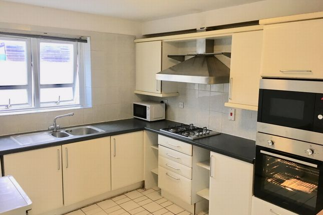 Thumbnail Flat to rent in Hawgood Street, Bow