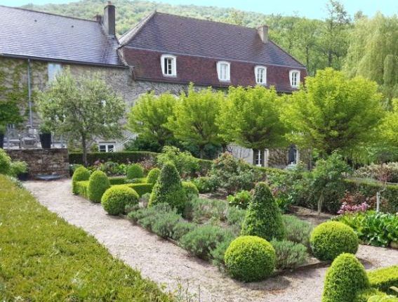 Thumbnail Country house for sale in Autun, Bourgogne, 71400, France