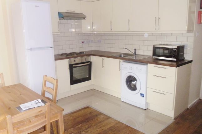 Thumbnail Flat to rent in Cooks Road ( Available September 2017), Kennington London