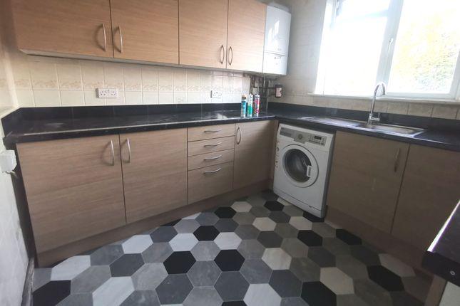 Thumbnail Flat to rent in Rainham Road South, Dagenham