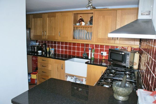 3 bed semi detached house for sale in all hallows road