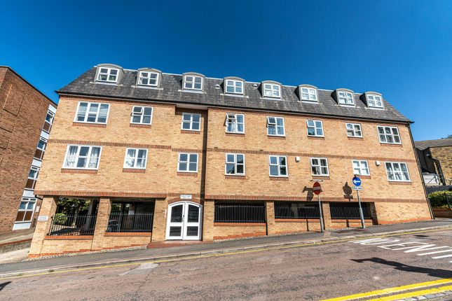 1 bed flat to rent in Huxley Court, King Street, Rochester, Kent ME1