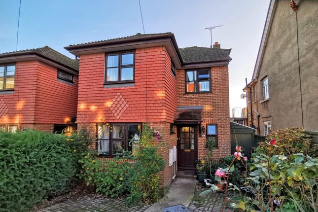 4 bed property to rent in Beaconsfield Close, Burgess Hill RH15