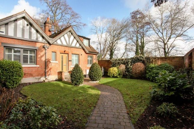 Thumbnail Detached bungalow for sale in Maidenhead Road, Windsor