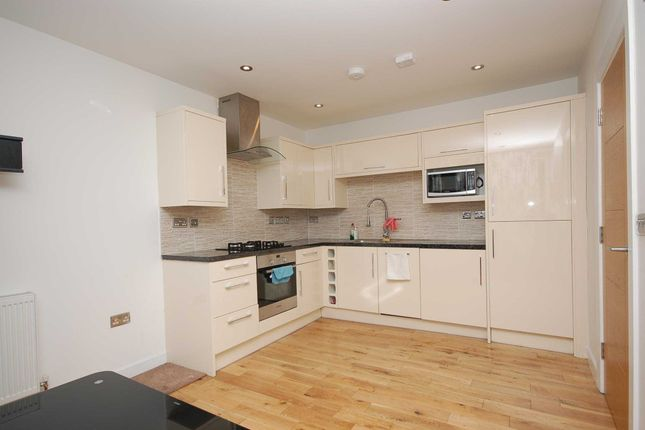Thumbnail Maisonette to rent in St Helena Road, Surrey Quays