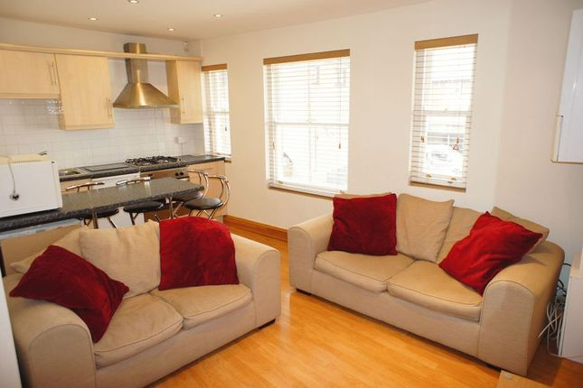 Thumbnail Flat to rent in High Street, Alton