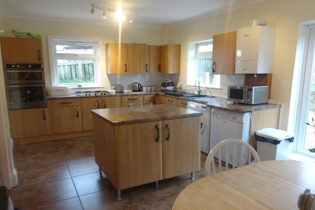 Thumbnail Semi-detached house to rent in Doncaster Road, Crofton, Wakefield